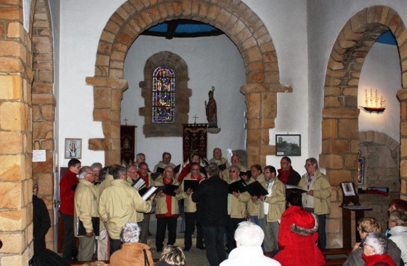 Concert-improvise-a-la-chapelle-de-St-Cado-Morbihan-Mai-2013-L-800x522