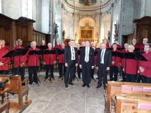 Le choeur et les maires de Oberthal et Moyenmoutier avec Laurent notre chef de choeur.