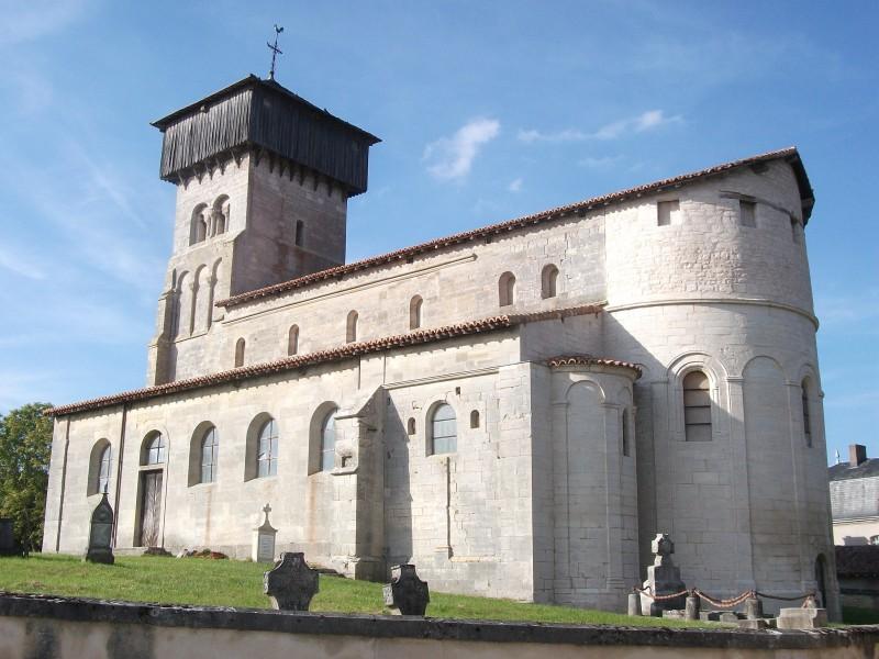 Eglise_et_ancien_cimetiere_de_Dugny-800x600