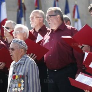 le-choeur-d-hommes-vosgien-des-trois-abbayes-a-interprete-les-chants-des-partisans-et-des-marais-c-etait-sa-premiere-venue-pour-la-ceremonie