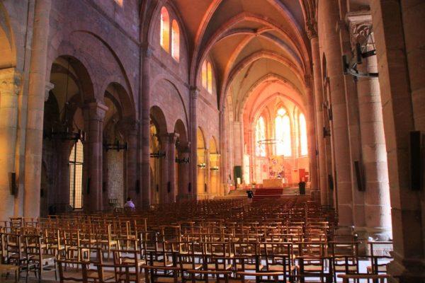 nef-de-la-cathedrale-vers-le-choeur